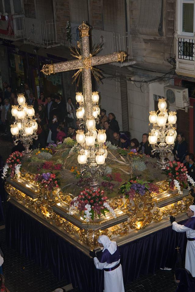 innovative design 40758 cf129 ... preside la procesión del Sábado Santo, en el interior de la cruz se  coloca para la procesión un lignum crucis. La cruz fue plateada y dorada de  nuevo en ...